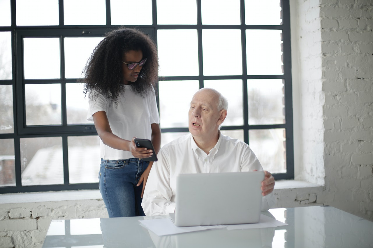 get-external-help-when-setting-up-a-business-in-retirement