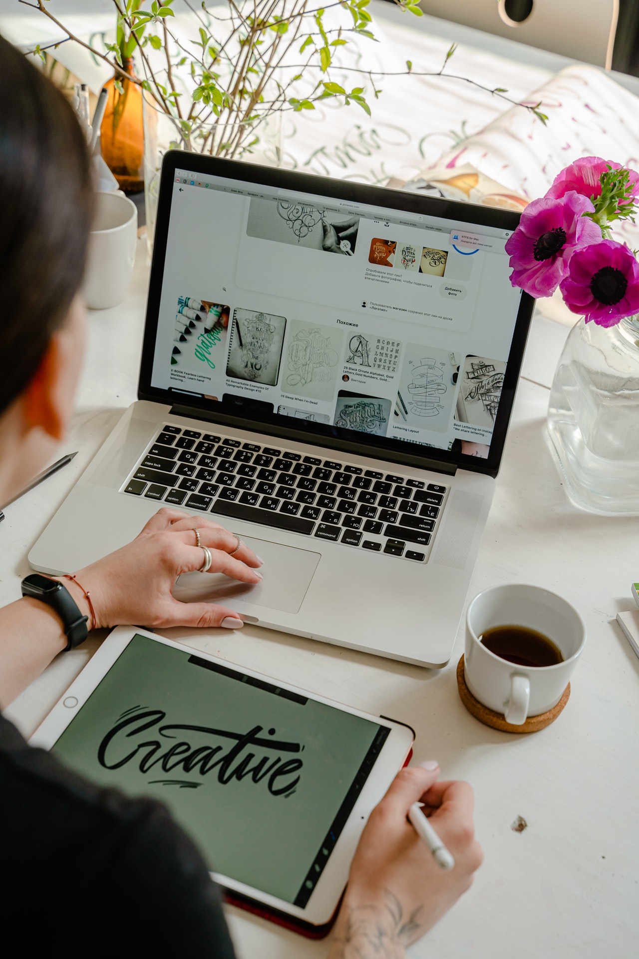 women-working-at-her-laptop-creating-a-craft-ecommerce-store