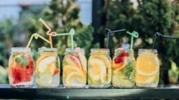 fruit-drinks-in-mugs
